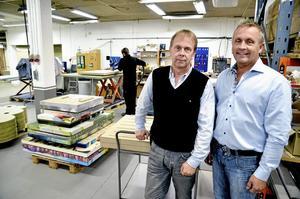 Tillverkar skärmar. Företagen Indeno och Laxå Bruk ska gemensamt producera kontorsskärmar till möbelföretaget Kinnarps, berättar Stefan och Pär Jinnestrand på Indeno och Laxå Bruk.
