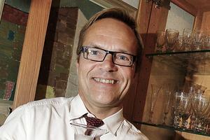 Den 1 juni kommer den nya ägaren att presentera ett förslag till vad Storholmen kan användas till berättar Crister Sjöberg, mäklare på Mäklarringen.
