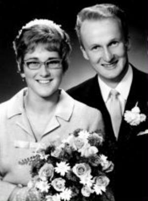 Viviann och Sven-Olov Pettersson, Gudmundsbyn, Sundsvall, firar i dag rubinbröllop. De vigdes den 31 juli 1965 i Skönsmons kyrka.Foto: Foto Engström, Sundsvall
