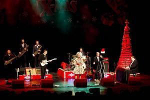 Refreshments gör en julturné som vanligt med gäster. Förra året var det med Eva Eastwood.