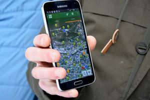 Så här kan det se ut i smartphonen när en karta över alla hittade cacher lagts in. Små smileygubbar har Andreas Lindman lagt in som visar var skatterna hittats.
