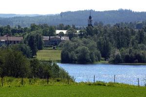 Centralorten i Gustafs heter Enbacka och sedan i våras är det Enbacka som står på Trafikverkets skyltar. Foto:Berndt Norberg