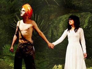 TALANGER. Peter Pan flög in på Gävle teater i sällskap med älvan Tingeling.