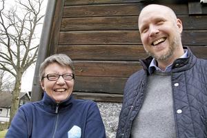 """beröm. """"Det fanns lite grann att ta, men ni är bra på att hålla rent"""", berömmer Sonja Andersson sin chef Stefan Karlsson och hans familj."""