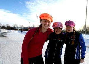 Elin Johansson, Johanna Henriksson och Emma Helmersson gillar stämningen på orienteringsgymnasiet.Foto: Samuel Borg