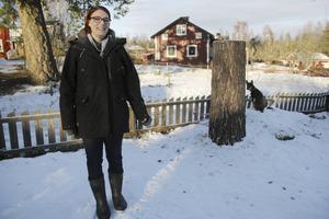 Karin Engman arbetar med en ny film tillsammans med partnern Klars Persson. Den här gången handlar det om myter och vålnader från tusentalets Hälsingland i Draug.
