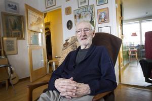 I en fem års tid har Rune Lindstein, 90, kämpat för ett nytt boende mer anpassat för hans behov.