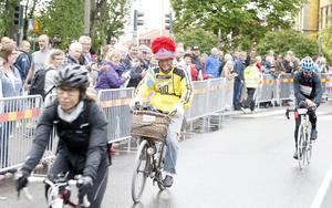 Pionjären Stig Johansson från Fagersanna i Västergötland har genomfört alla Vätternrundor – och många andra motionslopp. Han körde i samma utstyrsel och på samma cykel som vanligt.