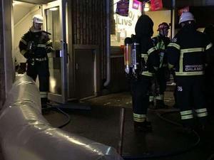 Under onsdagskvällen brann det i två flerfamiljshus på Allfarvägen i Borlänge. Bränderna misstänks vara anlagda.