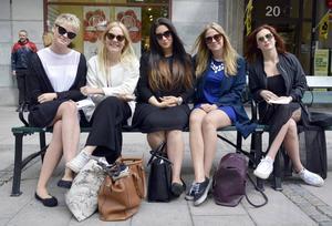Michelle Andréasson, Jenny Backlund, Jasmine Piltan, Linnea Andersson och Fanny Buhlér ger sin syn på dejting. De avråder från dejter på Oscars klockan kvart i tre på natten, och från att se film.