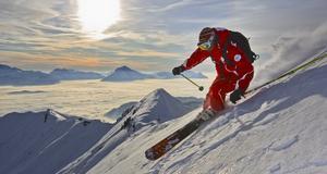Stor skidåknikning i Morzines skidsystem Portes du Soleil.