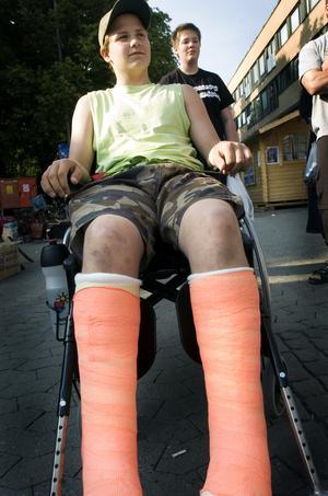 Inte ens två brutna ben kunde hindra denna unga grabb från att ta sig ner på Cityfesten 2006.