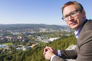 Kommunalrådet Peder Björk vill locka fler bostadsföretag att satsa i Sundsvall.