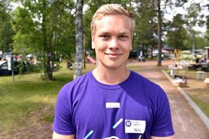 Nils Pettersson är handledaren för ungdomarna.