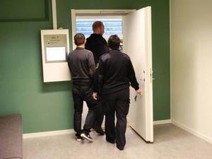 En av de misstänkta i bankomatligan under rättegångsdagarna i Östersund när sedelstölderna var i centrum.