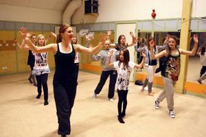 Till tisdagens prova-på-kväll kom åtta flickor i åldern 10 till 13 år.