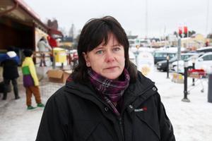 Ulrika Hansback, mamma till förolyckade Emma Karlsson, som blev ihjälkörd förra sommaren i Lillhärdal av en nu 22-årig man på motorcykel.