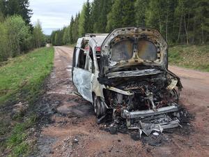 Skåpbilen blev helt utbränd.