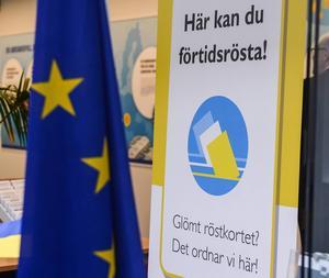 Det behövs ett politiskt skifte i EU-parlamentet, skriver Tobias Baudin och Karin Näsmärk, bägge representanter för LO. Nya siffror visar dock att intresset för EU och EU-valet är svalt.