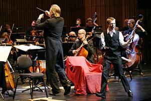 Magikern och illusionisten Marcus Bertilsson fick publiken att gapa av häpnad.