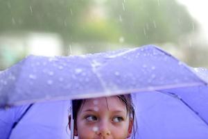 Från lördag eftermiddag väntas regnet ösa ned.