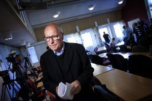 Sven Erik Alhem efter att han väckt åtal i fallet med mordet på Lisa Holm.