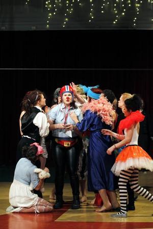 HAR BLIVIT EN TRADITION. Cirkusgymnasiet i Gävle har sin årliga julföreställning på fredagen klockan 19 och lördagen klockan 15.
