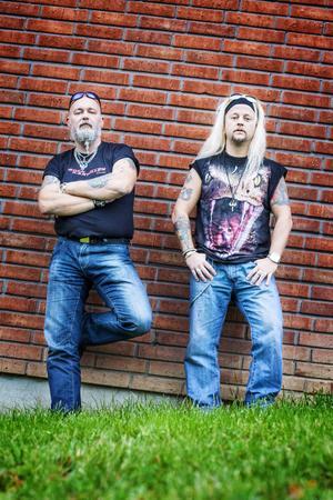 Peter Bergman och Ola Andersson är Rockkartellen som ligger bakom hårdrocksfestivalen Beast of Rock.                   – Ola är idésprutan och jag drar i gång grejerna, säger Peter.