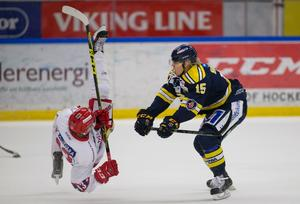Sebastian Höglund bjuder en Huddingespelare på en flygtur.