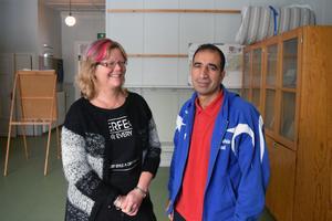 Att Susanne Forswall Larsson visade sitt svenska körkort, räckte inte för att styrka Amonullah Hamdards identitet.