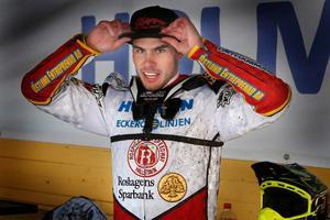 Kim Nilsson kör för Rospiggarna mot Ikaros Smederna.