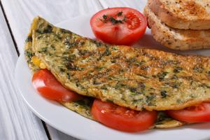 Omelett är snabbmat som är klar på ett kick.
