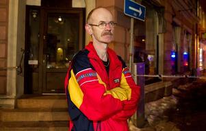 Boende. Bosse Berggren upptäckte hur det luktade rök i lägenheten och gick ut i trapphuset, där möttes han av massiv rök. Bosse fick lämna huset under tiden räddningstjänsten arbetade. Samtidigt satt hans fru kvar i deras lägenhet.
