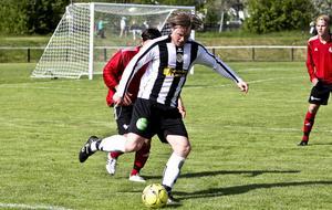 Thomas Astner var glödhet mot Strand och gjorde två av målen då serieledaren Ljusne vann med 3–1.