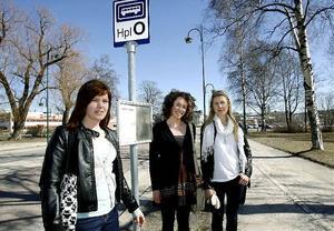 Härnösand har chansen att profilera sig som en miljlöstad och en satsning på kollektivtrafik är ett måste, tycker från vänster Sofia Westin , Johanna Holmberg och Sanna Mattsson. I gruppen ingår också Sara Tjernberg, Emelie Grängfors och Josefine Sjölund.