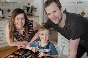 Anna och Mattias är stolta över sin son: