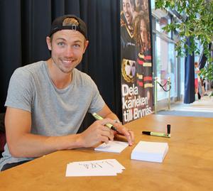 Anton Rödin är hemma igen efter sin säsong i Schweiz. Nu undrar alla om det blir Brynäs till hösten?  Arkivfoto: Elin Weiring