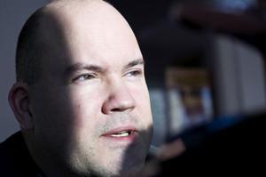 40-årige Christer Johansson har släppt sin första diktsamling. Det blir inte den sista, om vi ska tro författaren.