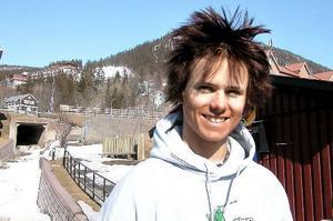 Jon Olsson i april 2001. En 17-åring med ett mål: att bli störst bäst och vackrast inom friåkningen.