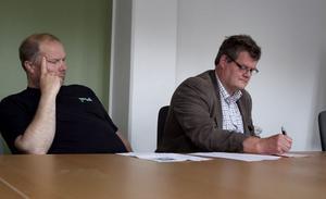 Tommy Berglöf och Lennart Gard från S/L Hockey sa inte många ord under auktionen.