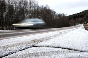 Snöfria vägar – ofta med sprickor eller så kallade potthål – har blivit vanliga i vinter.
