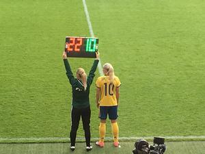 Kif Örebros Julia Spetsmark fick hoppa in för Sverige med en halvtimme kvar att spela mot USA.