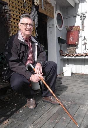Nu kan Anderserik Sköld njuta av livet och våren hemma på Ullungsforsvägen i Edsbyn.
