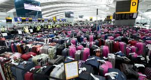Bagageträning på Heathrow där 2 400 handbagage radats upp för att förbereda flygplatspersonalen på vad som komma skall.
