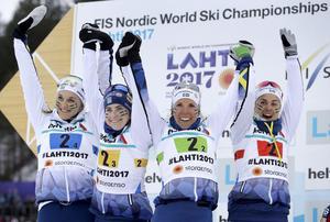 Charlotte Kalla körde Sveriges andrasträcka på torsdagens stafett.  Övriga åkare i silverlaget är Stina Nilsson, Ebba Andersson och Anna Haag.