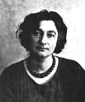 Emilie Demant enligt foto från 1910.