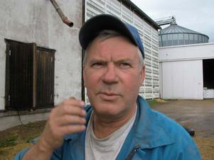 Stig Åberg berättar, tillsammans med brodern Gunnar, om livet på en liten familjeägd kvarn.