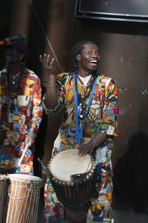 Ibou Gaye trummade afrikanska rytmer för glatta livet.