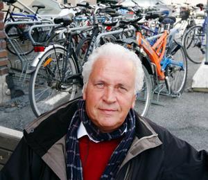 – Poliscyklingen genom landet kommer att inbringa cirka 20.000 kronor till Barncancerfonden, säger Thomas Gutke.