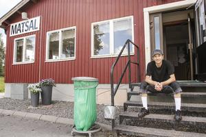 Nu praktiserar Gifar Mohamed som vaktmästare på flyktingförläggningen i Grytan, utanför Östersund.